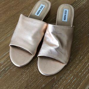 Steve Madden Briele Flat Sandal in Rose Gold